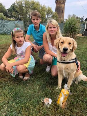 Argo mit Familie