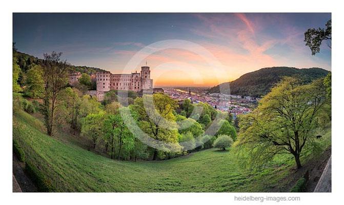 Archiv-Nr. hc2015128 / Heidelberger Schloss und Rheinebene im Sonnenuntergang