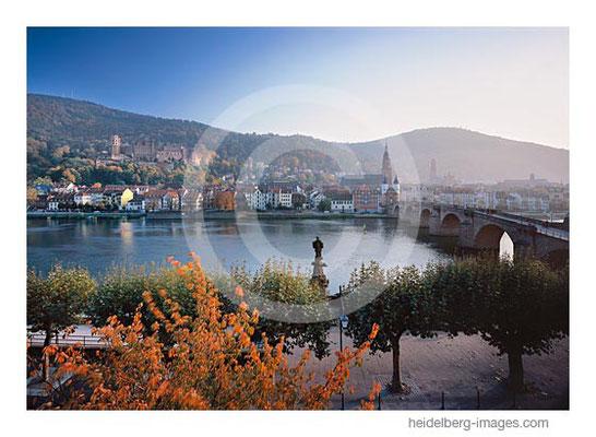Archiv-Nr. hc2012166 / Alte Brücke und Altstadt im Herbst