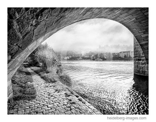 Archiv-Nr. h2016144 / Brückenbogen und Schlossblick
