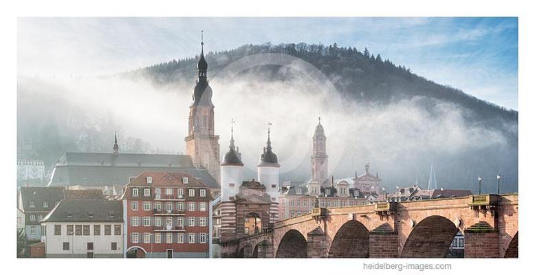 Archiv-Nr. hc2014179 / Alte Brücke und Altstadt im Morgennebel