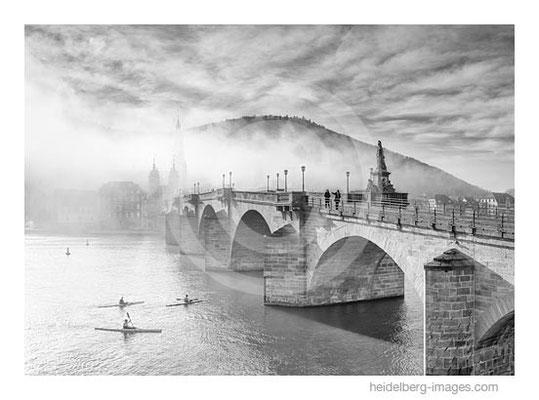 Archiv-Nr. h2015176 / Ruderer an der Alten Brücke