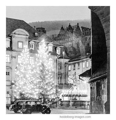 Archiv-Nr. hr202 / Erleuchtete Weihnachtsbäume auf dem Marktplatz