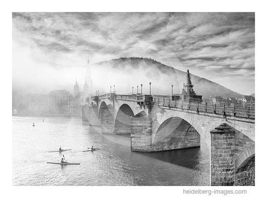 Archiv-Nr. h2015177 / Ruderer an der Alten Brücke
