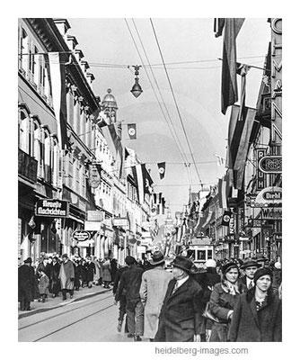 Archiv-Nr. hr205 / Hauptstrasse mit Hakenkreuz-Fahnen