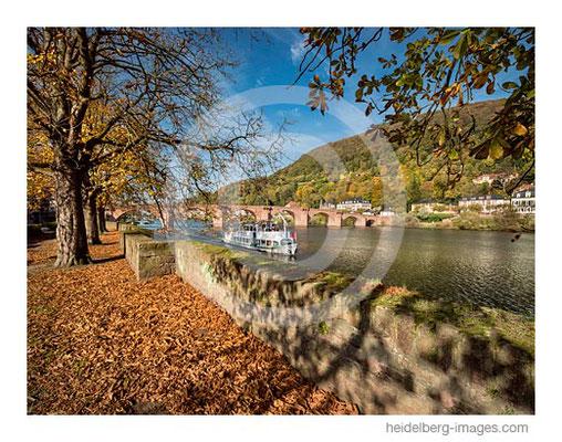 Archiv-Nr. hc2017158 / Neckarufer an der alten Brücke im Herbst