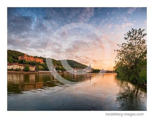 Archiv-Nr. hc2015138 / Abendlicht über dem Neckar und der Altstadt von Heidelberg