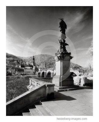 Archiv-Nr. h2005135 / Nepomuk-Denkmal und Alte Brücke