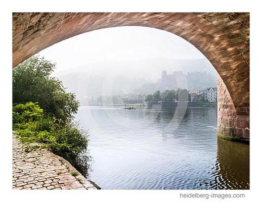 Archiv-Nr. hc2012154 / Brückenbogen mit Sicht auf das Schloss