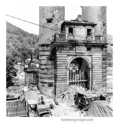 Archiv-Nr. h4512-4 / Alte Brücke mit Panzersperren