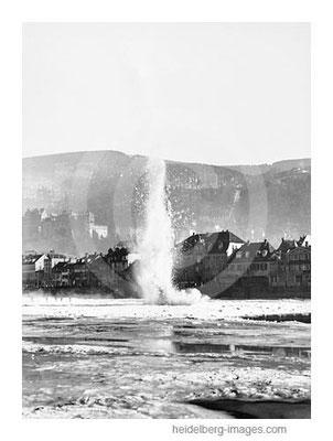 Archiv-Nr. hr75118b / Eissprengung auf dem Neckar