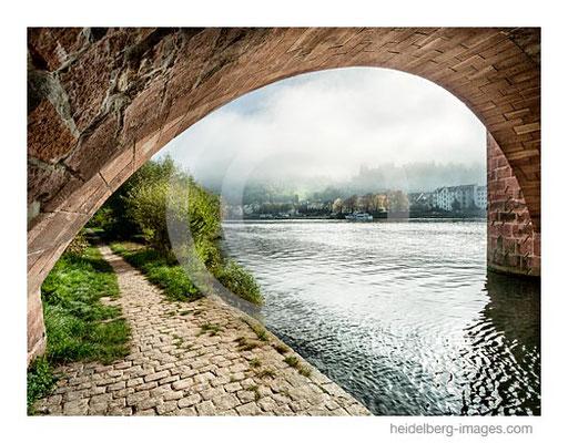 Archiv-Nr. h2016144 / Brückenbogen und Nebel über dem Schloss