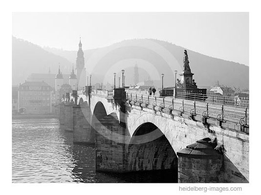 Archiv-Nr.  h95126 / Spaziergänger auf der Alten Brücke
