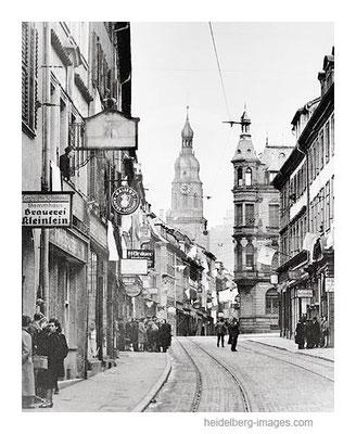Archiv-Nr. h4554 / Kapitulation 1945 / weisse Fahnen in der Hauptstrasse