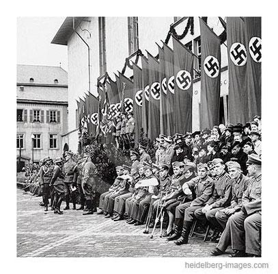 Archiv-Nr. hr155 / Auszeichnung verdienter Soldaten auf dem Universitätsplatz