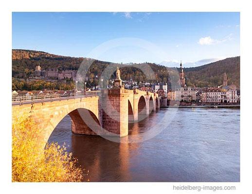 Archiv-Nr. hc2012162 / Alte Brücke und Herbstlaub
