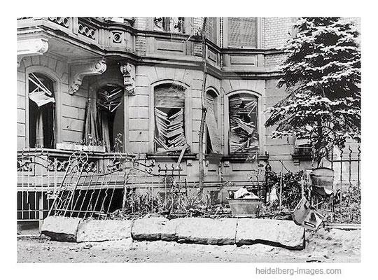 Archiv-Nr. hr137 / Zerstörtes Haus in der Bienenstrasse