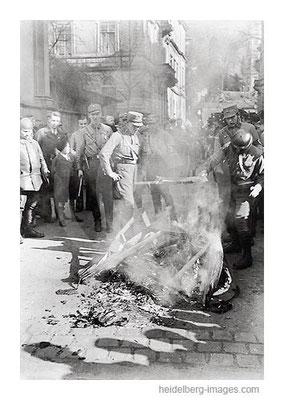 Archiv-Nr. h4511_10 / Bücherverbrennung in der Hans-Böckler-Strasse