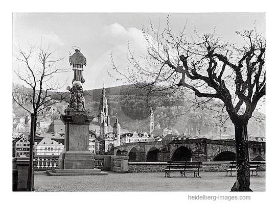 Archiv-Nr. 85-54H / Nepomuk und Blick auf die Altstadt