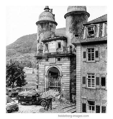 Archiv-Nr. h4512_7 / Panzersperren an der Alten Brücke