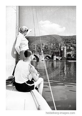 Archiv-Nr. H21-4  / Segelboot vor der Alten Brücke