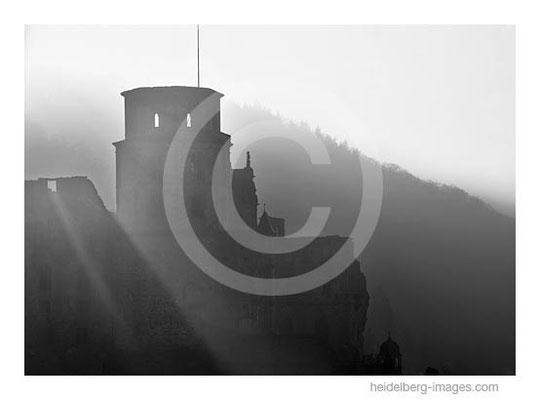 Archiv-Nr. h2005102 / Heidelberg, Schlossturm im Gegenlicht