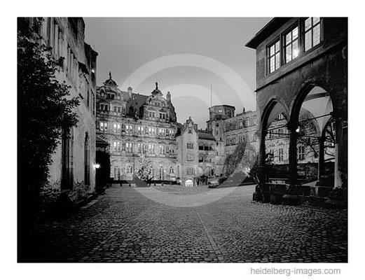 Archiv-Nr. h2005169 / Schlossinnenhof am Abend