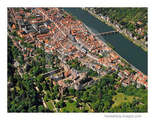 Archiv-Nr. lc10_6835 / Luftbild vom Schloss und der Altstadt mit Neckar