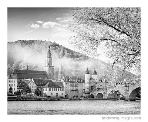 Archiv-Nr. h2014163 / Alte Brücke u. Altstadt im Morgennebel