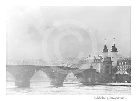 Archiv-Nr. h2006160 / Alte Brücke IM Morgennebel