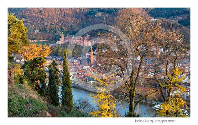 Archiv-Nr. hc2017175 / Letzte Herbstfarben – Blick vom Philosophenweg