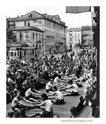 Archiv-Nr. hr262 / Turnvorführung vor dem Bayrischen Hof