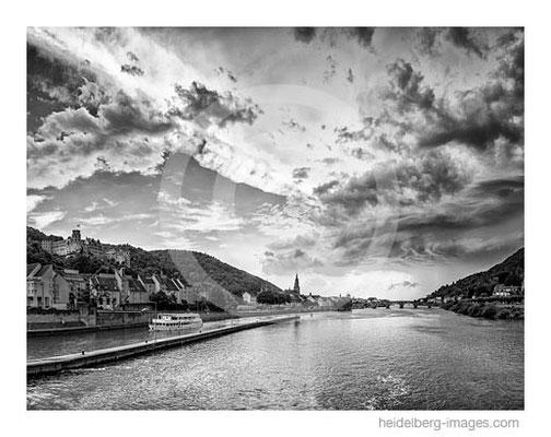 Archiv-Nr. h2015146sw / Blick vom Stauwehr auf die Heidelberg-Kulisse