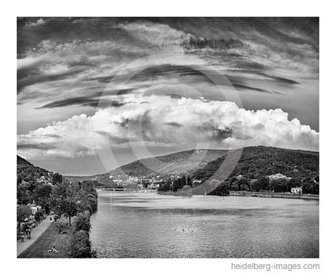 Archiv-Nr. h2015144 / Wolkenformationen über dem Neckartal