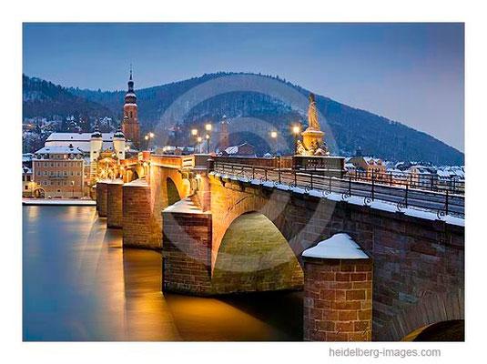 Archiv-Nr. hc2010108 / schneebedeckte Alte Brücke bei Nacht