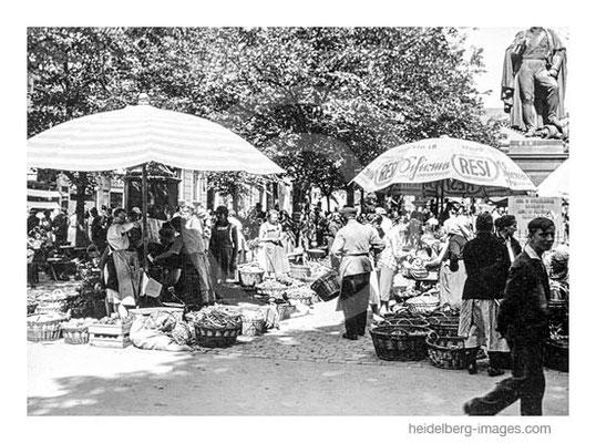 Archiv-Nr. hr68 / Wochenmarkt auf dem Friedrich-Ebert-Platz mit Denkmal
