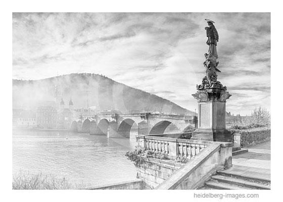 Archiv-Nr. h2015178 / Nepomuk-Statue und Alte Brücke