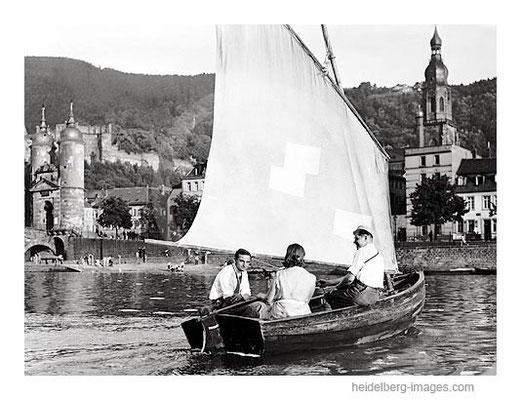 Archiv-Nr. h3021 / Studenten bei einer Segeltour vor der Alten Brücke