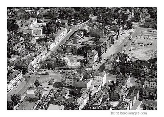Archiv-Nr. L10_84 / Luftbild vom Bismarkplatz mit den Arkaden 1959