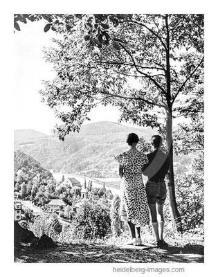 Archiv-Nr. hr164 / Spaziergänger blicken auf Schlierbach