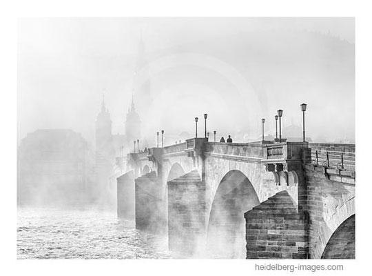 Archiv-Nr. h2015110 / Heidelberg, Alte Brücke im Morgennebel