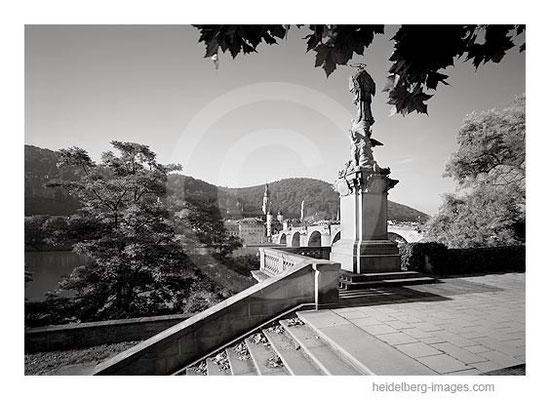 Archiv-Nr. h2005135 / Nepomuk-Statue an der Alten Brücke