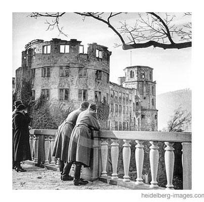 Archiv-Nr. hr283 / Soldaten auf der Schlossterrasse