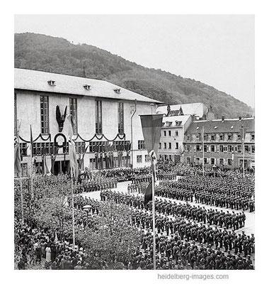 Archiv-Nr.  hr255 / NS-Aufmarsch auf dem Universitätsplatz