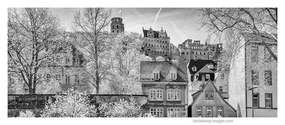 Archiv-Nr. h2015122 / Altstadtfassade mit Schlossblick