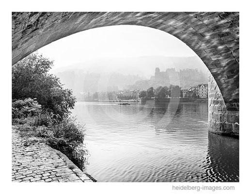 Archiv-Nr. h2012154 / Heidelberg, Brückenbogen und Blick zum Schloss