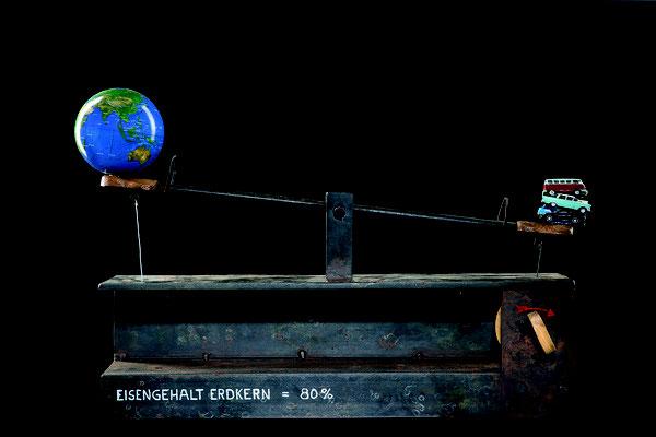 EISENGEHALT ERDKERN = 80%, Diverse Materialien, Spieluhr, Stahl, 65x40 cm, 2015