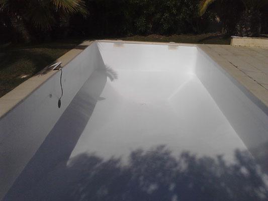 Revêtement polyester piscine blanc