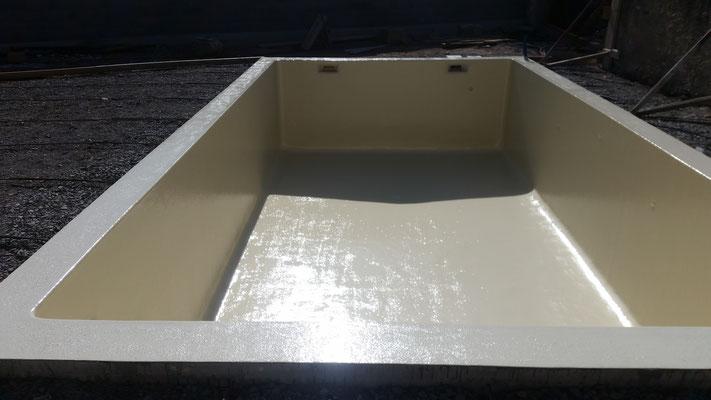 Revêtement polyester piscine ivoire RAL 1015