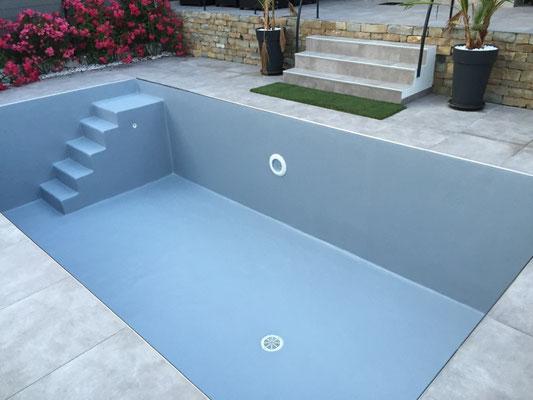 Revêtement polyester piscine gris RAL 7040